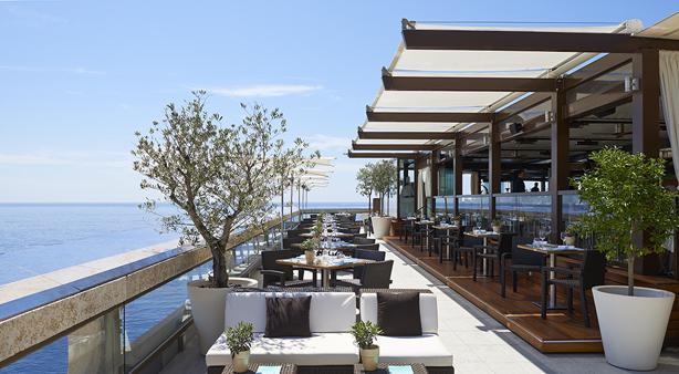 Horizon Deck & Champagne Bar