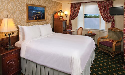 Deluxe Outside Stateroom With Bay Window