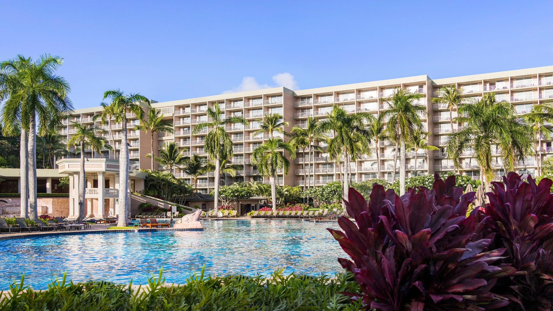 Explore the magnificent Kaua'i Marriott Resort grounds, located Oceanside in Hawaii's scenic Kalapaki Bay, perfect for island weddings or family vacations.