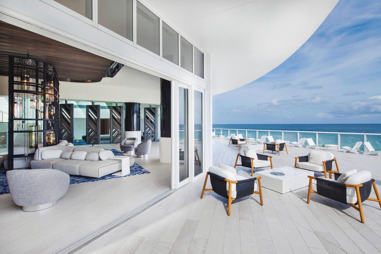 Living Room Terrace Overlooking the Beach
