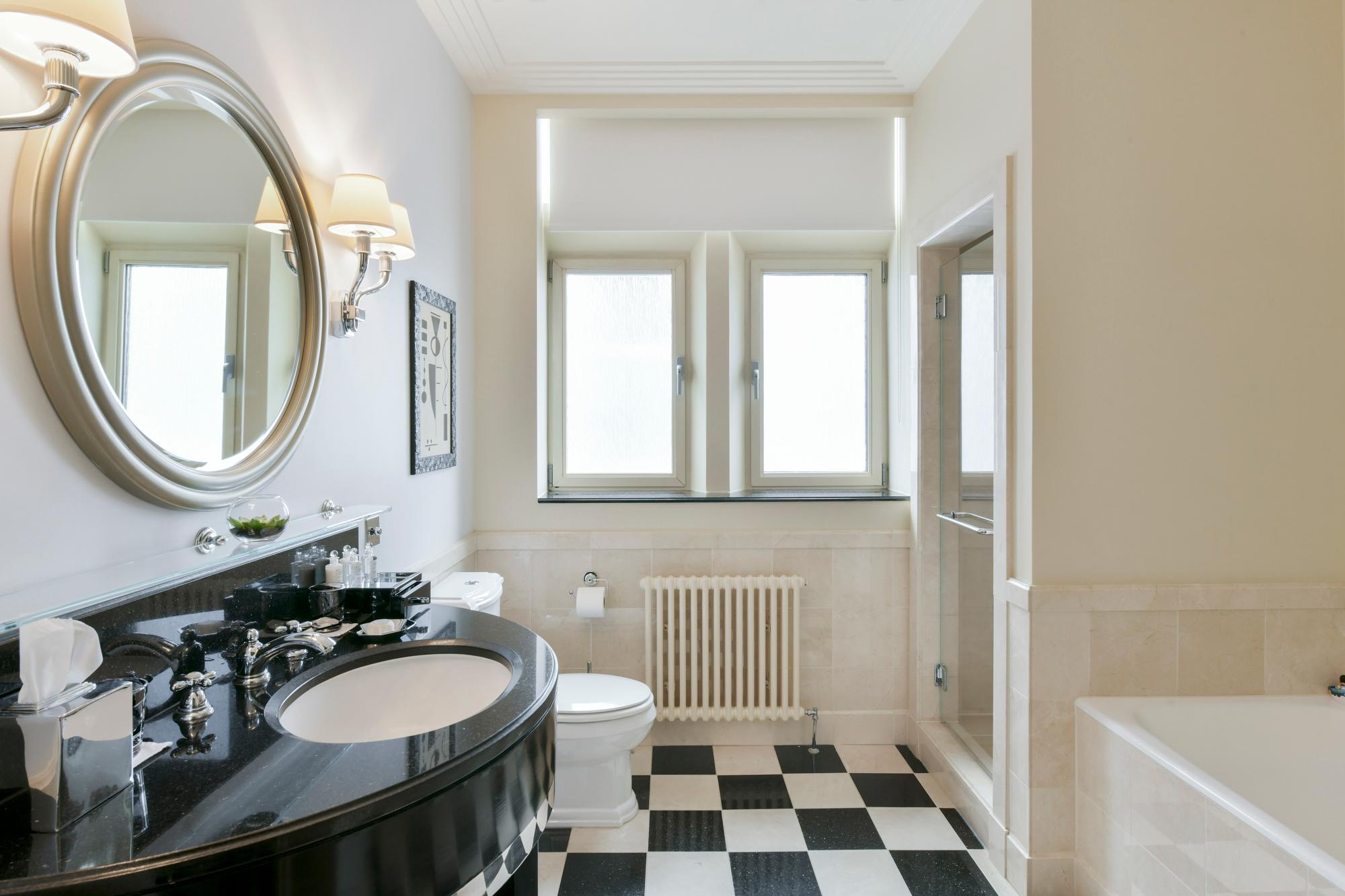 Luxury King Room Art Deco Bathroom
